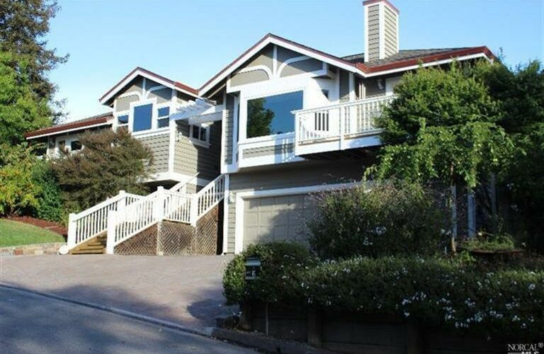 2 Turnberry Court, Petaluma